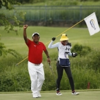 tony lascuna champion raise hands after wiining the game in hole 18
