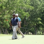lascuna reacts after he misses berdie putt in 18