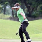 mondilla reacts in 13 after he eagle the hole