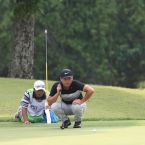 tabuena study his line in 12 while his caddie laydown