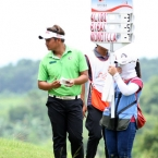 1.mondilla leads by few strokes shows the leader board