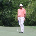 villacencio study his next shots and line  in 18