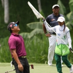 alido reacts he misses his putt in 11