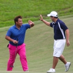 gonzales and iñigo celebrates after eagle in hole 7